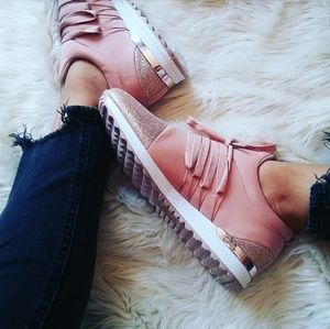 Shoes - 🆕//The Alondra// Blush pink lace up Sneaker